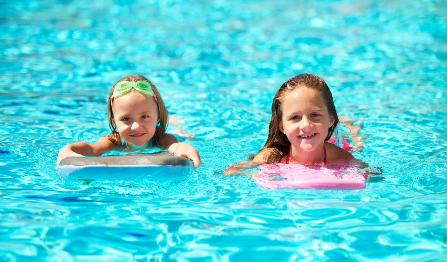 Two little girls using pool inflatables while swimminghttp://195.154.178.81/DATA/i_collage/pi/shoots/783415.jpg